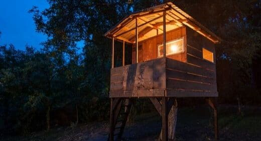 eclairer-isole-cabane-lampe-interieur